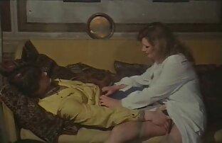 مفلس شقراء مع بذور نشر افلام جنسية اجنبية وعربية لها نحيلة الساقين أمام صديقها