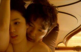 الآسيوية قبالة لها لقطات جنسية من افلام اجنبية الملابس الداخلية الوردي والسماح اثنين من اللاعبين لمست ثديها, وl كبير.
