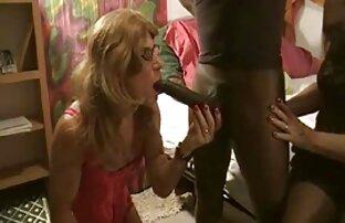 نحيل الفتاة مسلسلات جنسيه اجنبيه راضية عن الديك على الأريكة على الأرض