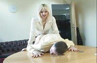 الرجل مشاهد جنسيه من افلام اجنبيه يستمني امرأة يابانية مع أصابع هزاز