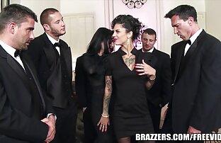 أنيقة شقراء في ثوب أسود تمتص الرجل وهي معه مقاطع جنسيه من افلام اجنبيه