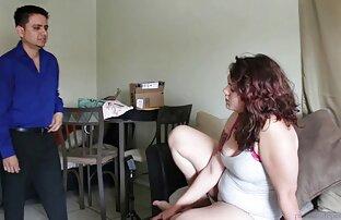 فتاة آسيوية ترتدي سراويل الدانتيل مقاطع جنسيه من افلام اجنبيه وجوارب ناضجة الجسم