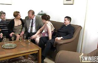 ذات الشعر الداكن جبهة تحرير مورو الإسلامية حلق شعر افلام اجنبي جنسية العانة على الأريكة