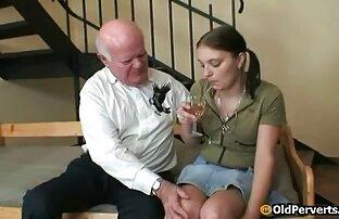 شابة شقراء في طماق العميق مشاهد جنسية من افلام اجنبية اللسان