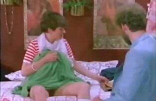 مرهف ربة منزل قبالة سروالها الرمادي ، ومواصلة مشاهده افلام اجنبيه جنسيه تنظيف العراة