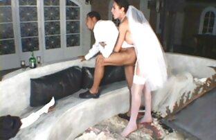 سمراء في الوشم تأخذ الديك من المدرب من افلام جنسيه اجنبيه وعربيه الخدين في المنزل