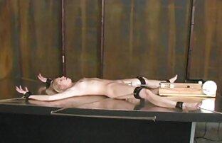 اثنين من السمراوات مسلسلات جنسيه اجنبيه إعطاء اللسان إلى سباك الرجل في غرفة النوم