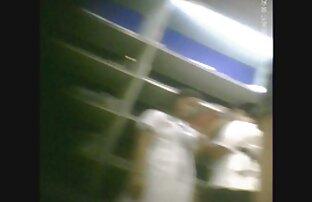 رجل الملاعين فتاة شقراء تبلغ من العمر أربعين عاما في فيديوهات جنسية اجنبية جوارب في غرفة نومها